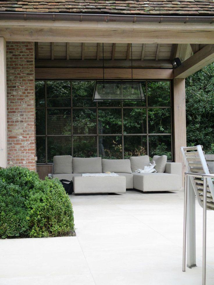 large oak open sided garden room with contemporary outdoor sofa | Privétuin | Vertus