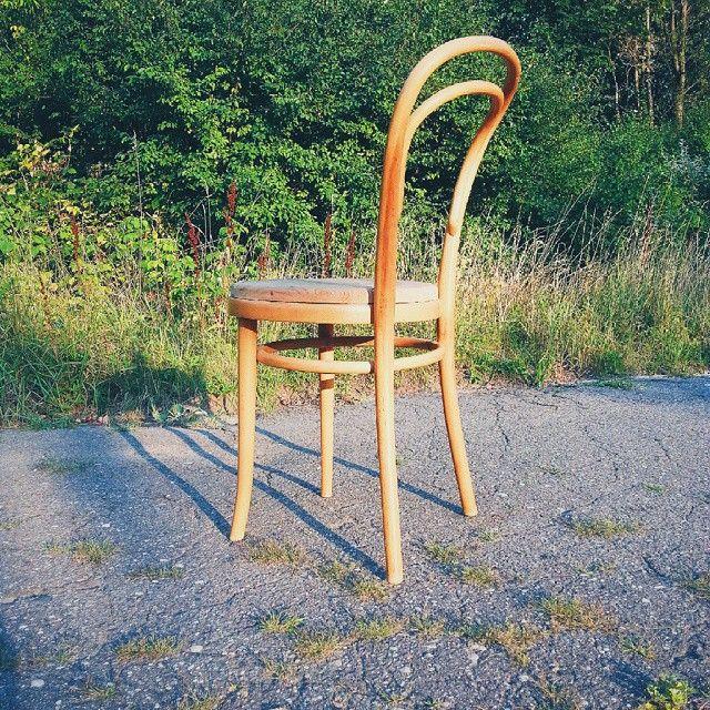Nice chair like thonet no 18 Krzesło współczesne, zapewne Radomsko ale wzór jak u Thoneta no 18  #vintage #interiors #industrial #design #loft #retro #vintageshop #sklepvintage #poznan #Radomsko  #vscocam #wnętrza #old #antiques #starocie #brocante #flea #krzesło #stuhl #chair #chairs