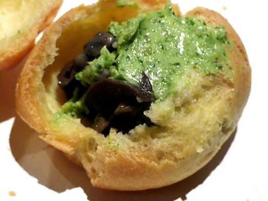 La meilleure recette de Gougères aux Escargots! L'essayer, c'est l'adopter! 5.0/5 (3 votes), 6 Commentaires. Ingrédients: Pour 30 gougères environs  - 70 g de beurre - 15 cl d'eau - 90 g de farine - 3/4 oeufs - un boite d'escargots - Beurre d'escargots ( la j'ai pris du tout prêt )