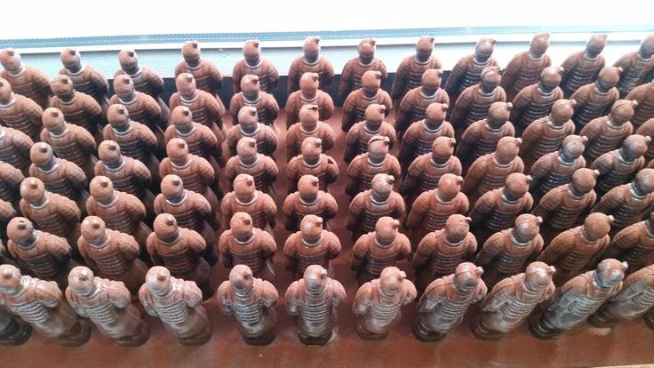 Het terracotta leger in chocolade bij @bittersweetleuv is precies weer wat toegenomen :-)