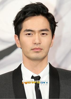 Hanif, Princeguard of Asad.  (Lee Jin Wook)