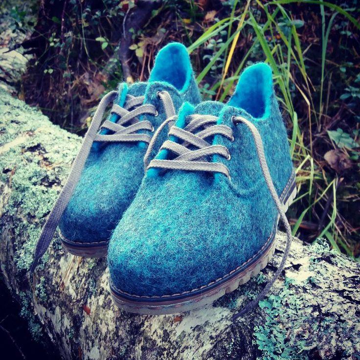 """wet felted wool shoes, hand made shoes (@pamana.lv) on Instagram: """"Rudens MIGLĀ pamanīt debesu zilumu saules stara izlauztā stigā.  Īstais laiks 100% aitu vilnas…"""""""