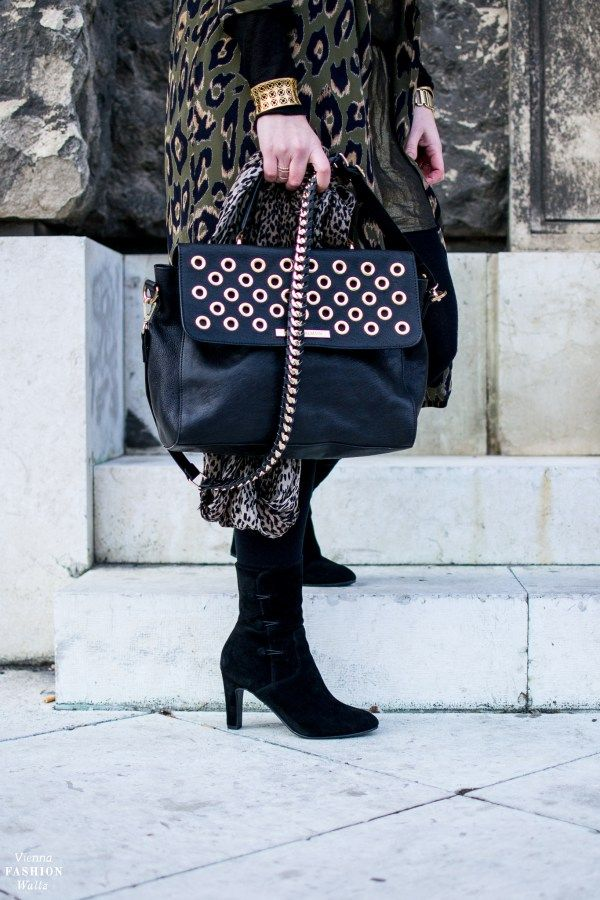 Pierre Balmain Bag with H&M Strap | Black and Gold Outfit for Silvester