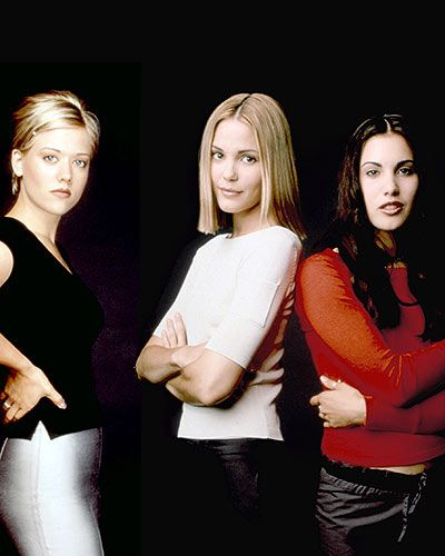 """Popular  STYLE PROFILE  Glamazons Brooke McQueen (Leslie Bibb) and Nicole Julian (Tammy Lynn Michaels) were the posterchildren for the clean-cut '90s, while the """"unpopular"""" Sam McPherson (Carly Pope) opted for grungy, rocker-chic ensembles."""