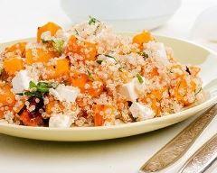 Salade de quinoa au bacon, chèvre et potimarron d'hiver : http://www.cuisineaz.com/recettes/salade-de-quinoa-au-bacon-chevre-et-potimarron-d-hiver-84474.aspx