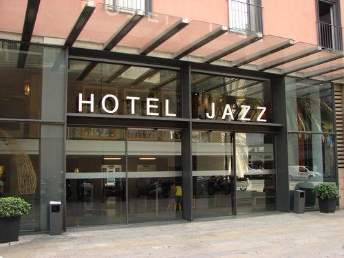 Love hotel jazz barcelona a real modern retro hotel for Hotel france barcelona