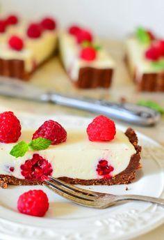 Tarta malinowa bez pieczenia z kremem mascarpone