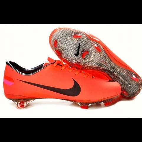 New Vapor 8s will release on 4/1/12. Simple and I like. Not sure on the instep look but I hope they keep it as clean as the other aspects of the boot.: Vapor Viii, Nike Soccer, Soccer Cleats, Mercury Vapor, Football Boots, Cristiano Ronaldo, Soccer Shoes, Nike Mercury, Red Black