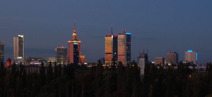 Warszawa nocą z widokiem na Pałac Kultury i Nauki