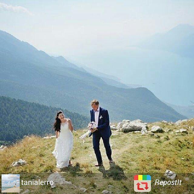 Planning your #wedding in the best #weddinglocations in #Italy :) Организация вашей свадьбы в Италии в самых прекрасных местах с незабываемый панорамой:) Wedding planner: @yourdreamweddingitaly  Photo: @weddingphotographeramalficoast http://www.dream-wedding-italy.ru  Active link is in a profile.  #свадьбанагарде #свадьбавиталии #свадьбавмальчезине #организациясвадьбывиталии