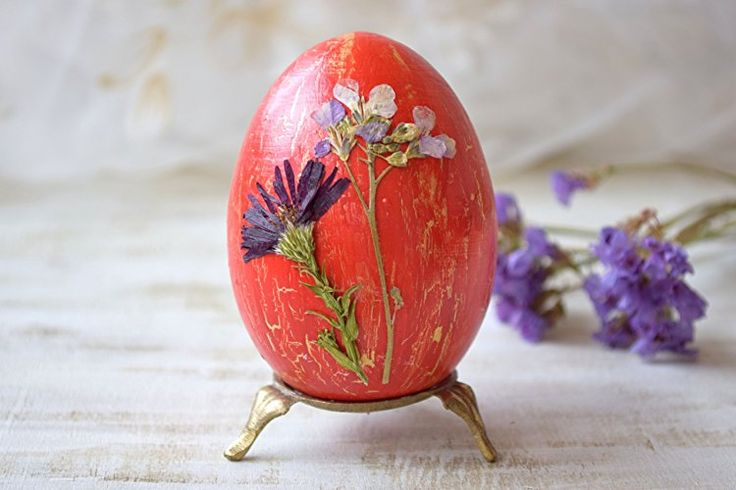 Rustic Easter wood egg with Real dried flower Easter decoration Easter decor Wood eggs Red Natural decoupage egg Rustic decor Happy Easter gift Cottage decoration Farmhouse decor