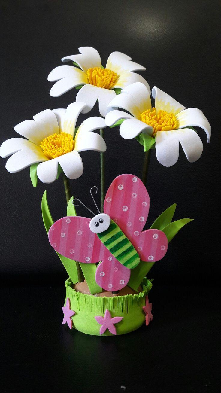 Lindo detalle en foami o goma eva margaritas y mariposa