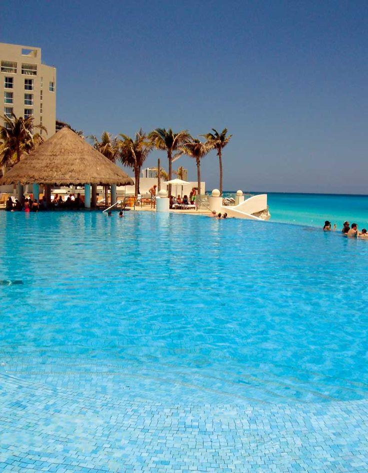 Quintana Roo, Cancun, Hotel Le Blanc Spa Resort, Pool infinity 3 - Photo by www.luxuriousmexico.com 0407