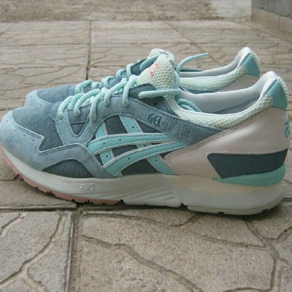 "Asics Gel Lyte V ""Ronnie Fieg"" Kith sneakers I am selling a great pair of Asics Gel Lyte V ""Ronnie Fieg"" Kith release collaboration sneaker. These sneakers are rare. One of the best Asics fashion designs out in history. These shoes have been worn a few times. In fantastic condition. It is in a size Men's 10. Shoe is missing the original box. Please serious bidders only. asics Shoes Sneakers"