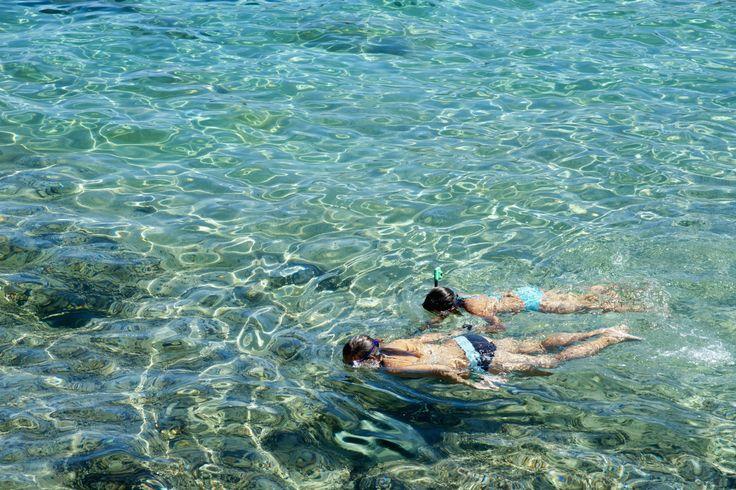 Las aguas cristalinas de España donde practicar snorkel, como Cala Sant Pere Alcudia en Mallorca