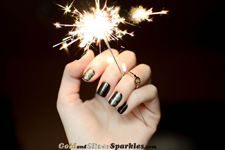 Looking for some nail ideas for New Year Eve party? Check out my new blog post: http://www.goldandsilversparkles.com/2013/12/fireworks.html #bbloggers #nails #newyearseve #fireworks #beautyblogger