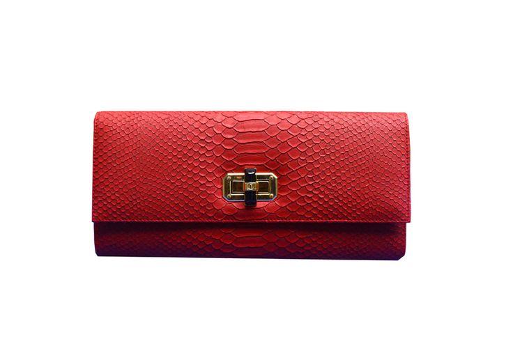 Poison Ivy 1D clutch bag #clutchbag #taspesta #handbag #clutchpesta #fauxleather #kulit #snakeskin #kulitular #animalprint #persegi #fashionable #simple #colors #red Kindly visit our website : www.zorrashop.com