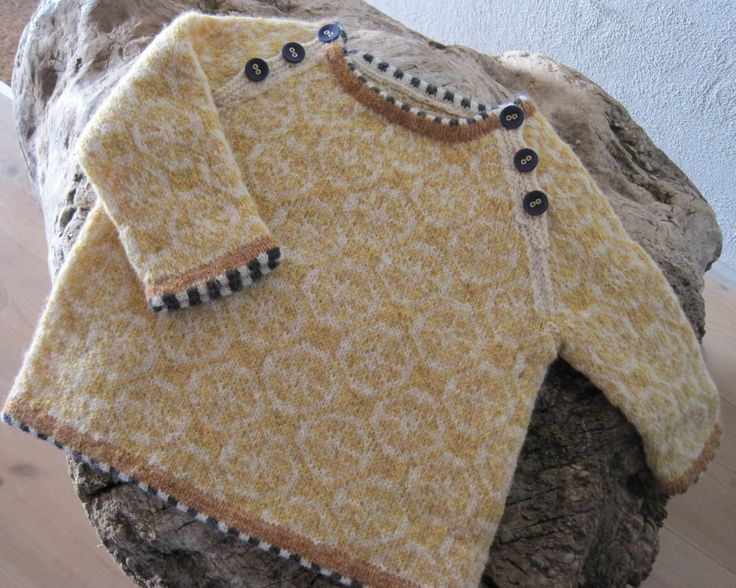 Baby sweater - I love the stripes on the edges!! With the different pattern as the min sweater