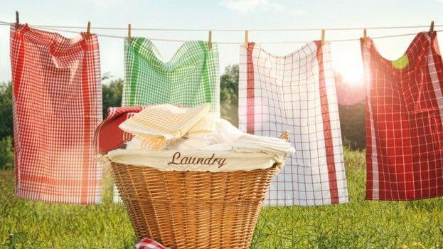 Voňavé prádlo aj bez aviváže? Je to prekvapivo jednoduché! Vyrobte si unikátny prostriedok sami! Návod nájdete na našom webe http://tojenapad.dobrenoviny.sk/vonave-pradlo-aj-bez-avivaze-prekvapivo-jednoduche/  #urobsisam #tojenapad #fabricsoftener #flavoured #laundry #homemade