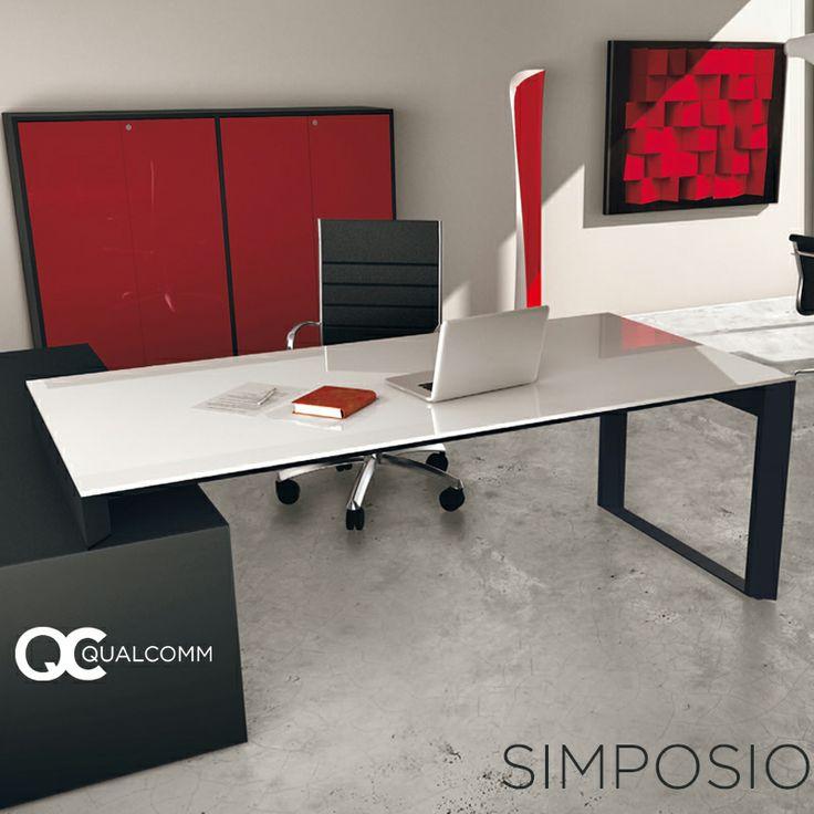 escritorio de lnea simposio con cubierta de vidrio silla stela en negro