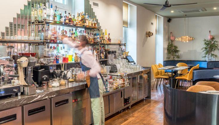 H Θάλεια Τσιχλάκη επισκέφθηκε το Cin- Cin, στη Θεσσαλονίκη, και μας μιλάει για το πρώτο κοκτέιλ μπαρ της πόλης, που δεν διαθέτει μπάρα.