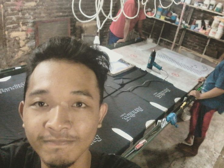 We are screenprinter #pspsablon #basukiadx #screenprintinglife #sablon #kaos #sablonkaos #vendorsablon #vendorsablonkaos #sablonkaos #kaossablon #sablonjogja #sablonbantul #jogjakartasablon #sablonindonesia #indonesia #serigrafia #printmaking #printmaker #senigrafis #cetaksaring #senigrafisindonesia