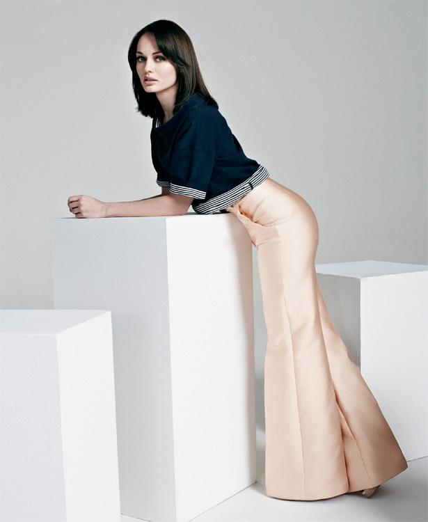 Laura Haddock, foxy slacks