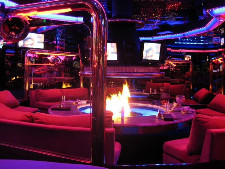 A timeless must-visit stop on the Las Vegas strip! The Peppermill Restaurant and Lounge is a classic with a cool atmosphere & unique drinks