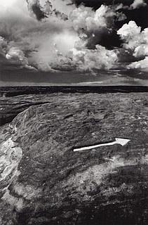 Ikko Narahara: Engraved arrow, Arizona (from the series: 'Where Time Has Vanished'), 1972. S)