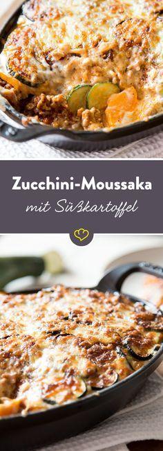 Buntes Moussaka - geschichtet in einem heißen Auflauf zwischen Fleisch, Béchamelsauce und Gouda fühlen sich Zucchini und Süßkartoffel pudelwohl.
