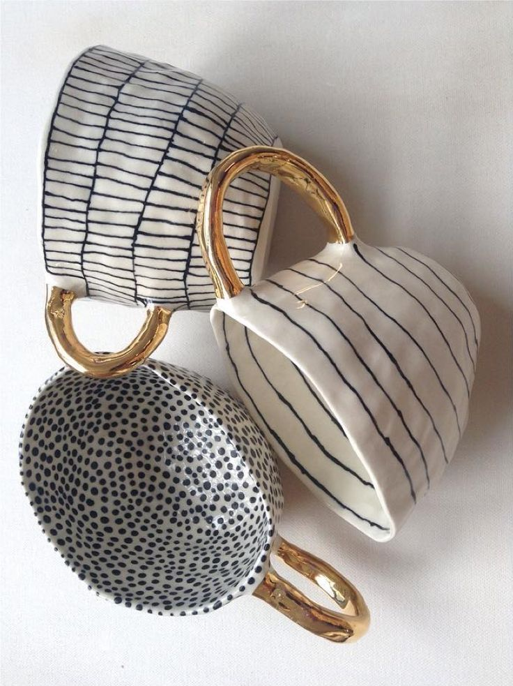 Beautiful tea or coffee cups with gilded handles . Suzanne Sullivan Ceramics | photo: umla