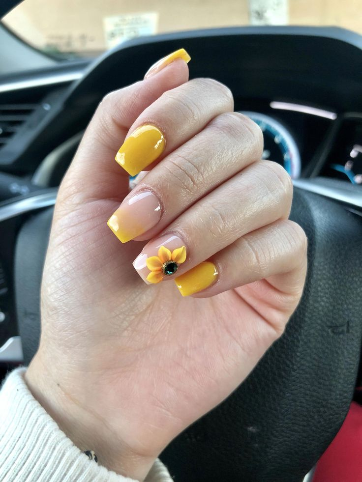 yellow ombré sunflower nails😍 #acrylicnailsnatural