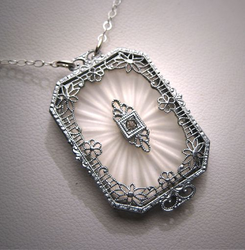 Told the Mr. that I need a shiny necklace to match my shiny ring. I LOVE this style. It might be a little much for daily wear, but eventually it will end up in my jewelry box.