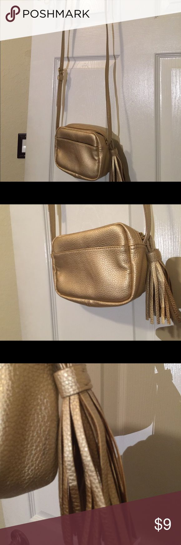 Gold crossbody Gap bag Adorable crossbody Gap bag - never used. Bag is not leather but looks and feels great. Excellent Gap quality. Perfect condition inside and out. GAP Bags Crossbody Bags