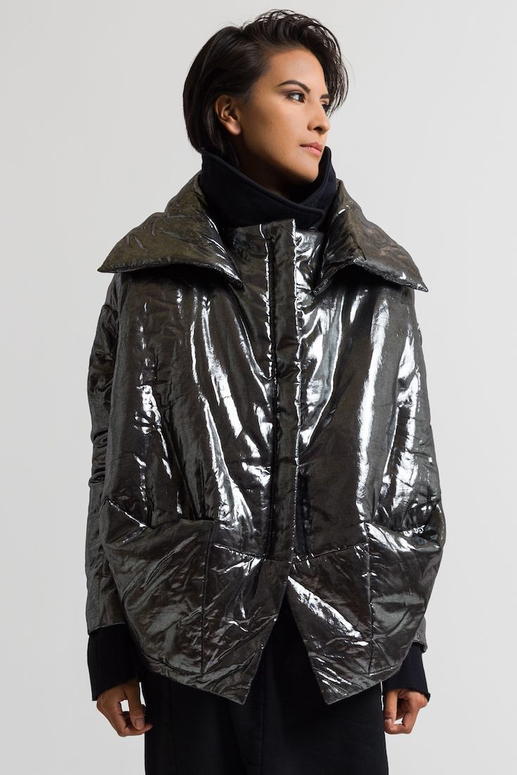 1095 00 Rundholz Dip Metallic Puffer Jacket In Silver Rundholz Is World Renowned For Creating Fashion That Combines Innov Jackets Metallic Jacket Rundholz [ 1101 x 735 Pixel ]