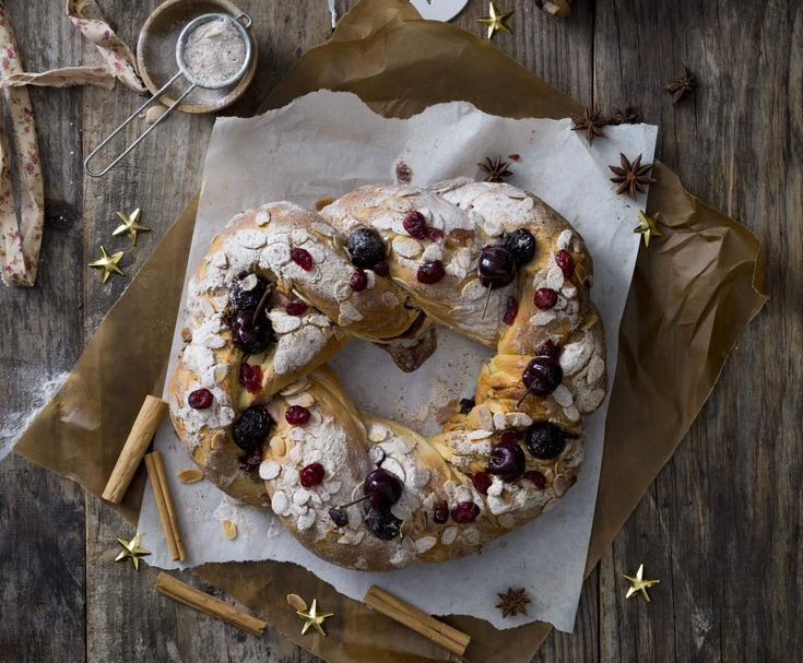 Recipe Spiced cherry brioche wreath by Thermomix in Australia - Recipe of category Baking - sweet