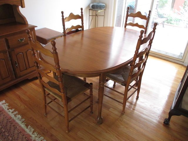 DINING SET Estate sale from graceful Bell's Corners home – 70 Ridgefield Crescent, Ottawa ON. Sale will take place SUNDAY, May 24th 2015, from 9am to 2pm. Visit www.sellmystuffcanada.com for full sale description and photos of all available items! #70Ridgefield #SMSO