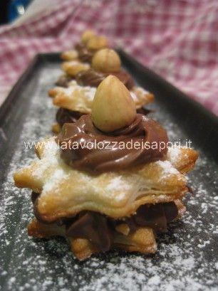 Mini Millefoglie alla Crema di Nocciole   http://www.latavolozzadeisapori.it/ricette/mini-millefoglie-alla-crema-di-nocciole