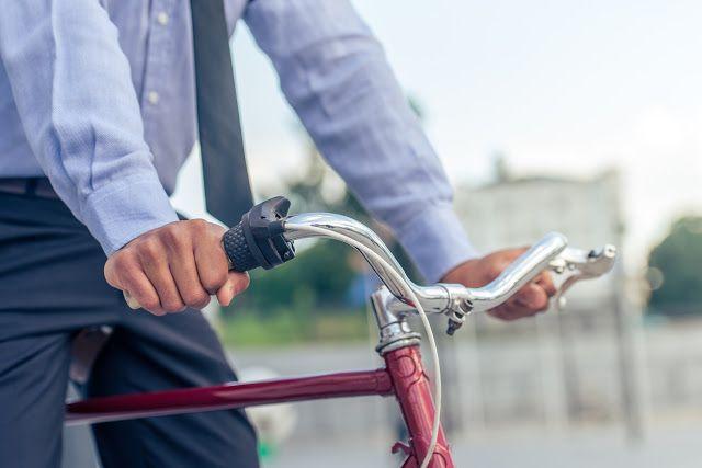 Águas de Pontal: Servidor que vai de bike até o trabalho ganha folg...