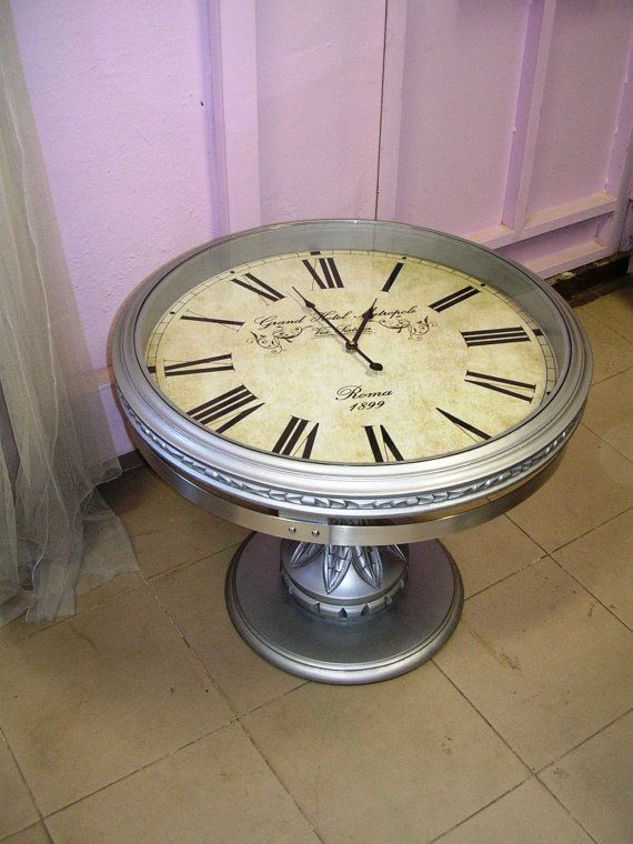 Round coffe table including a real clock by 2NDLIFEFORNITURE