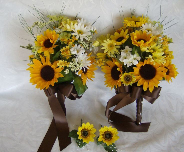 Sunflower and daisy bridal bouquets wedding bouquets and boutonnieres @Meagan Finnegan Zinkgraf