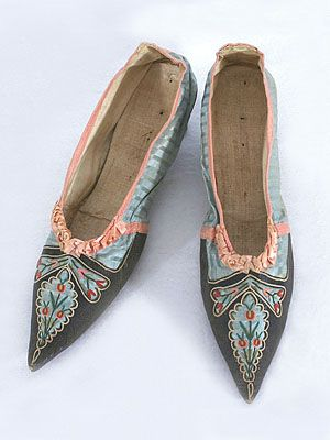 Tambour-embroidered kid/silk shoes with small Italian heels, c.1790.
