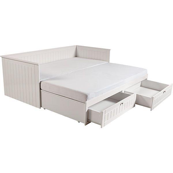 Das Kinderzimmer Dreamworld 2 von Roba kombiniert ländliche Gemütlichkeit mit klassischer Eleganz. Gefräste Fronten verleihen den Möbeln eine Lattenoptik und runden zusammen mit einem warmen und modernen Weiß das Bild ab. <br /> Das zurückhaltende Design lässt sich wunderbar kombinieren und so immer wieder neu entdecken. <br /> <br /> Mit dem Tagesbett haben Sie nicht nur eine tolle Schlafstelle, sondern auch jede Menge Stauraum für alles was Sie verschwinden lassen wollen. Ob Kleidung…