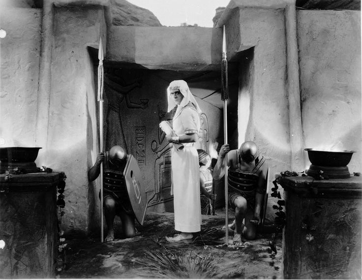 Boris Karloff as Imhotep - The Mummy (1932)