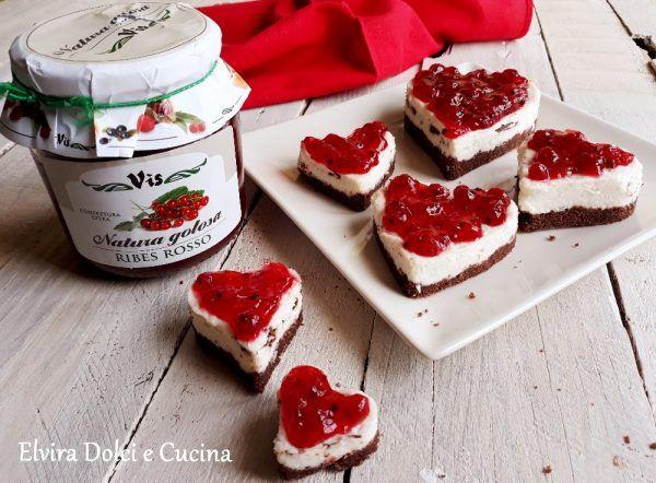 Cuori di cheesecake con marmellata di ribes rosso