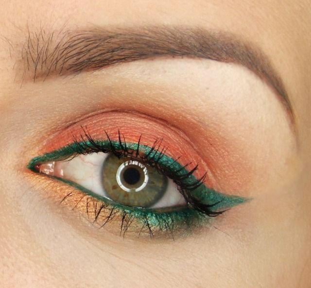 maquillage yeux eye-liner vert turquoise et fards à paupières en corail
