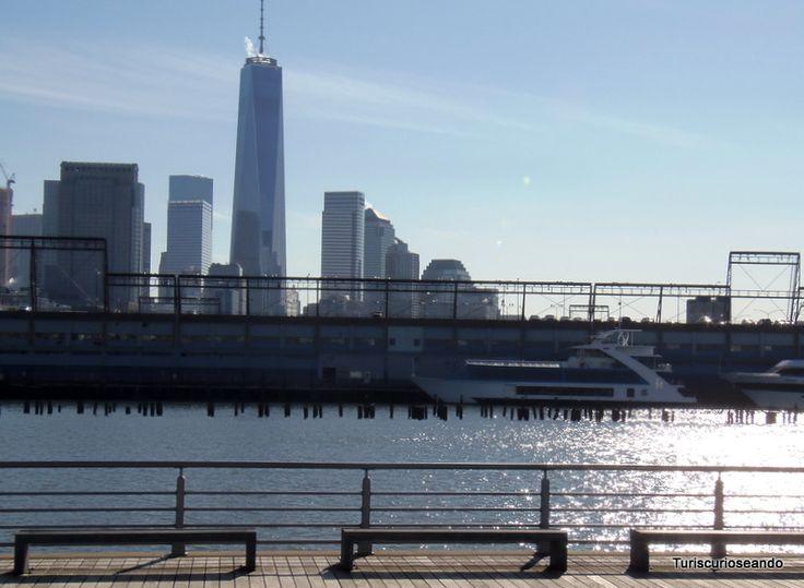 TURISCURIOSA EN USA: DÍA 8. UNION SQUARE, GREENWICH VILLAGE Y MI ESTRENO EN EL METRO DE NUEVA YORK. La Zona Cero vista desde el Hudson River Park (al final de la calle Christopher).