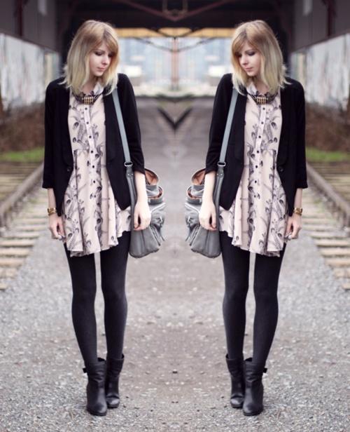 I love this pink, patterned dress. And I would probably style it exactly the same. Oasis via Asos cardigan, Market HQ dress, Gina Tricot necklace, Bovari bag, Akira via Goertz shoes, bekleidet image