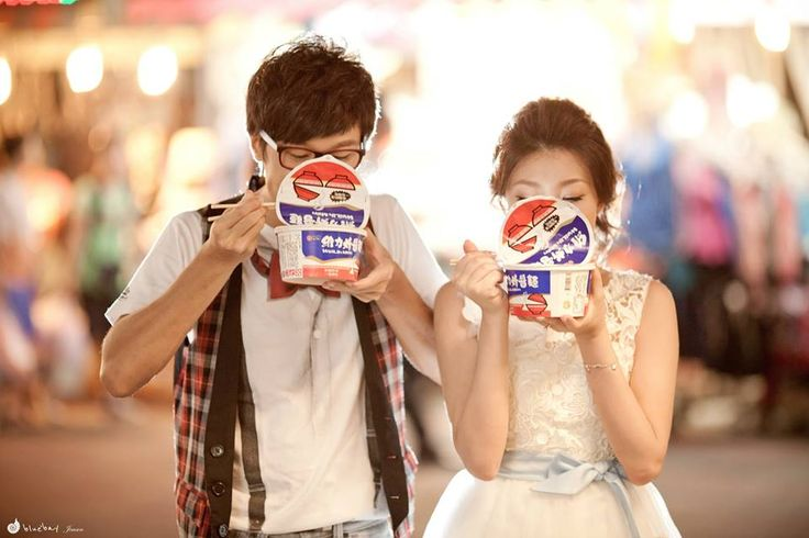 Pre-wedding photoshoot - Night market scene