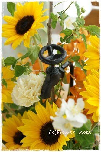 『【今日の贈花】個展の祝花はひまわりで・・・』 http://ameblo.jp/flower-note/entry-11545714449.html